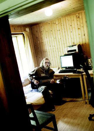 SNART NYTT ALBUM: If�lge kvalifiserte beregninger har Vikernes, under artistnavnet Burzum, solgt flere hundre tusen album. Etter planen kommer snart et nytt album. Foto: LINDA N�SFELDT/DAGBLADET