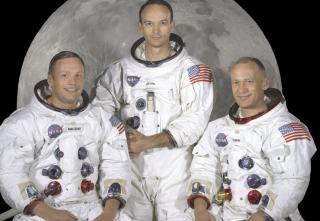 F�RST: Apollo-11-mannskapet: (F.v.) Neil Armstrong, Michael Collins (som m�tte bli igjen i bane rundt m�nen) og Buzz Aldrin. Foto: NASA/SCANPIX