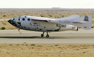 SPACESHIPONE lander etter vellykket tur.  Foto: SCANPIX/REUTERS/Robert Galbraith