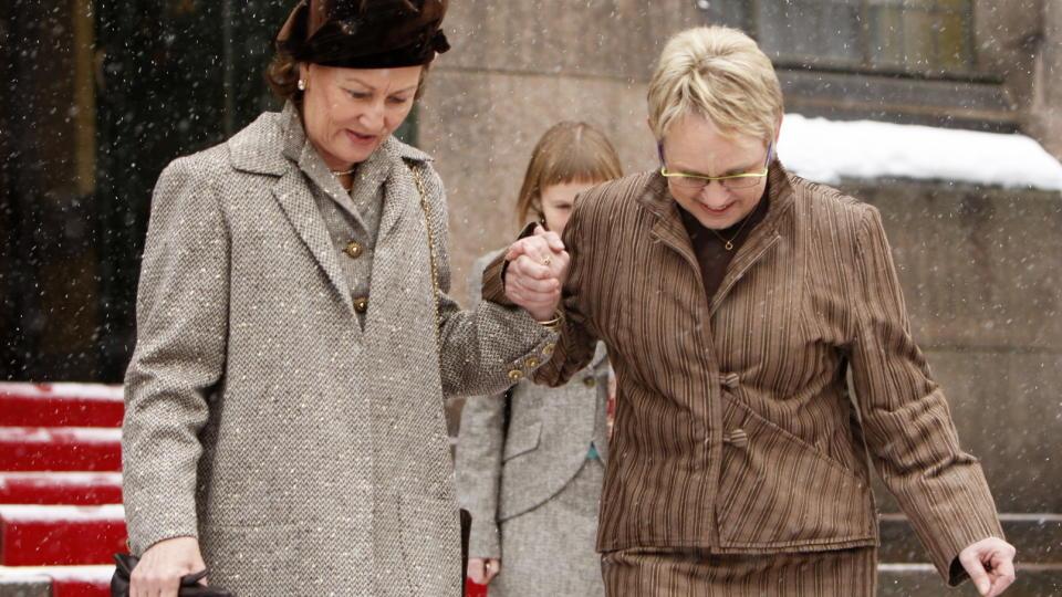 REFSES:  Dronning Sonja f�r kritikk for sin hyllest av forfatteren og nazisten Knut Hamsun. Hun var tilstede i Nasjonalbiblioteket i Oslo ved markeringen av �pningen av Hamsun�ret i februar. Foto: Erlend Aas / SCANPIX