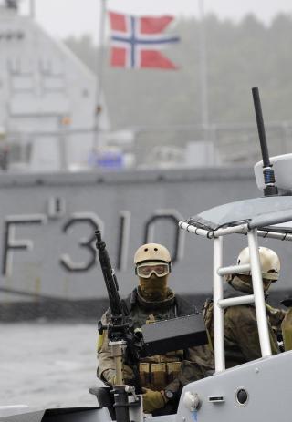To RIB-er skal st�tte KNM Fridtjof Nansen under oppdraget med � hindre skipskapringene utenfor Somalia.   Foto: Marit Hommedal / SCANPIX