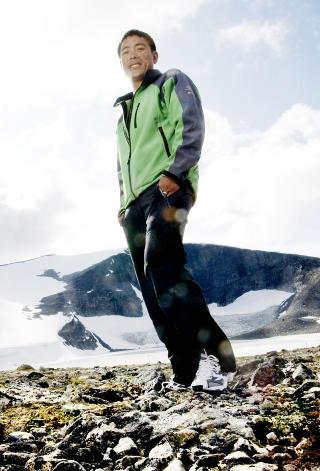 SUPERSHERPAEN: Det var Dawa Chhiri Sherpa (37) som organiserte redningsaksjonen som f�rte til at Jarle Tr� fant veien ned til framskutt basecamp p� 6400 meter der de andre nordmennene ventet. N� forteller han om hva som skjedde p� 8300 meter og hvorfor han aldri mer vil organisere turer for folk som nekter � bruke ekstra oksygen.