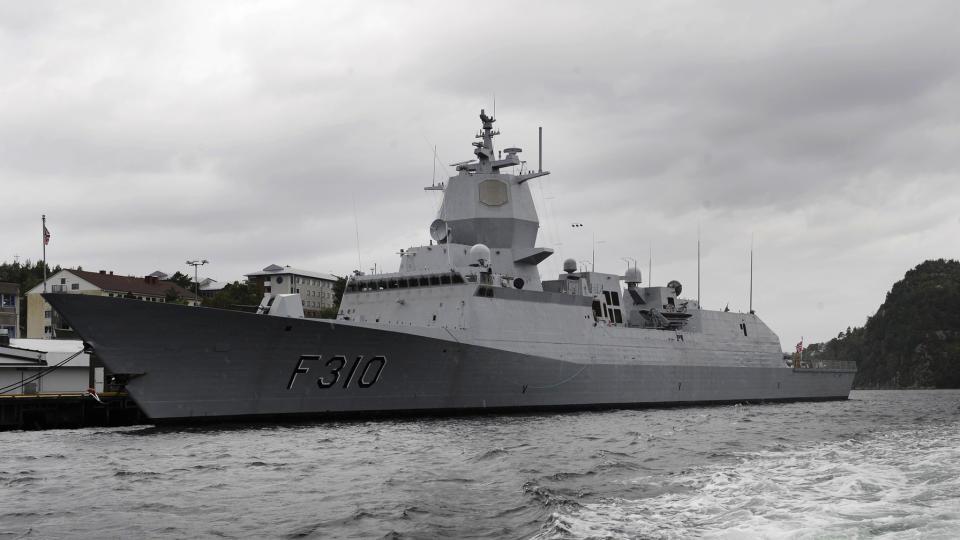 PIRATBEKJEMPER: Fregatten KNM Fridtjof Nansen ved Haakonsvern. I dag dro den til Afrika for � bekjempe pirater. Foto: Marit Hommedal / SCANPIX