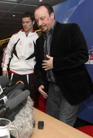 FORN�YD MED ERSTATTEREN: Rafael Benitez �nsket � beholde Xabi Alonso, men er forn�yd mede � ha hentet inn Alerto Aquilani som erstatter.Foto: AP