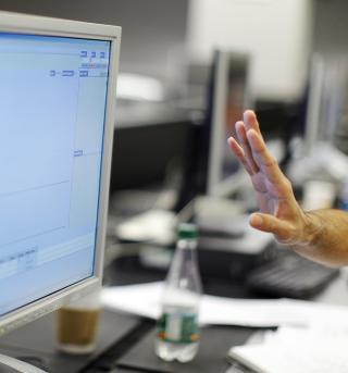KARTLEGGER BEVEGELSENE: Nettleverand�rer kartlegger v�re bevegelser p� nettet allerede slik at de kan sende oss regniger, men i framtida kan det v�re staten som p�legger selskapene � ta vare p� opplysningene i flere �r.  Foto: Brian Snyder/REUTERS