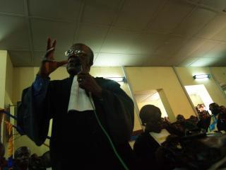 PEKER UT MOLAND: Leder for den sivile part, advokat Batonier Alauwa Lobela, mener Moland er hjernen bak drapet. Foto: TORGEIR KROKFJORD/DAGBLADET