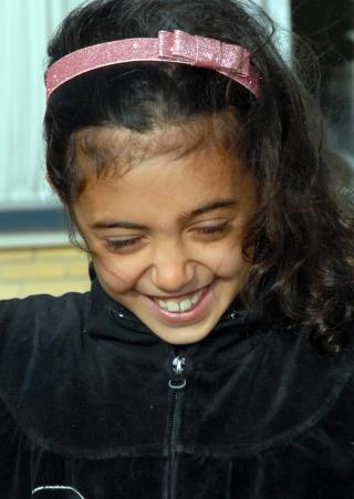 - ALLE JENTENE I KLASSEN er mine venner, forteller Shaima (8) fra 2 D som busser til skolen.  - Vennene mine er med meg hjem, og noen ganger overnatter de.