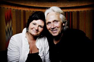 FANT SIN EGENTLIGE BESTEFAR: Ari Behns far, Olav Bj�rshol, her sammen med kona Marianne.  Foto: John T. Pedersen/Dagbladet