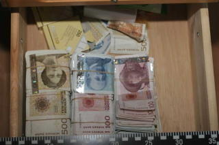 BESLAG: Enorme mengder narkotika og kontanter ble funnet i løpet av «Operasjon Broken Lorry». I alt har bakmennene måtte tåle å bli dømt til omtrent 40 millioner kroner i inndragning. Foto: Politiet