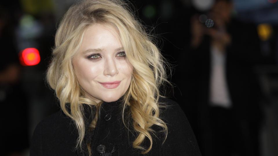 Denne hærlige kvinnelige godbiten Mary-Kate Olsen er noe så sjelden som…….. thumbnail