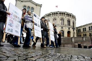 MOT KRIG: - Partiets har brutt med sin tradisjon, og sviktet m�let om � f� Norge til � bli en fredsnasjon. I stedet har de v�rt med p� � administrere en krig i Afghanistan, sier Reza Rezaee. Foto: FRANK KARLSEN