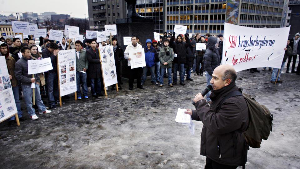 H�PET SOM BRAST: - Jeg har mistet h�pet, sier Reza Rezaee. Her fra en demonstrasjon mot Norges deltakelse i krigen i Afghanistan 2007. Foto: FRANK KARLSEN