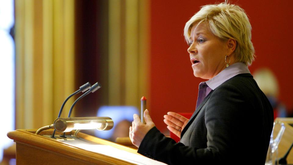 KRAV: Siv Jensen mener regjeringen b�r s�rge for et regnestykke p� hvor mye innvandrerne koster Norge. Hun presenterte kravet under trontaledebatten op� Stortinget i dag. FOTO: SCANPIX