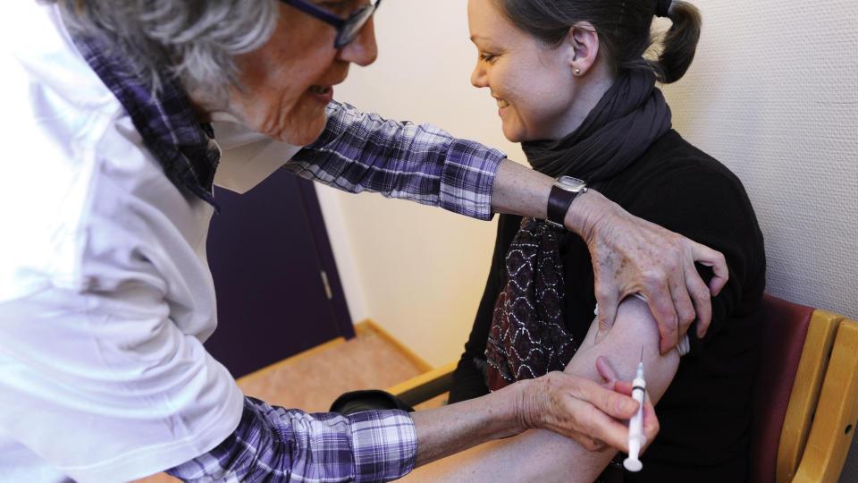 ENDELIG TIL �STLANDET: Innen onsdag skal hele �stlandet v�re utstyrt med vaksinen Pandemrix som skal motvirke svineinfluensa. Foto: Marit Hommedal / Scanpix
