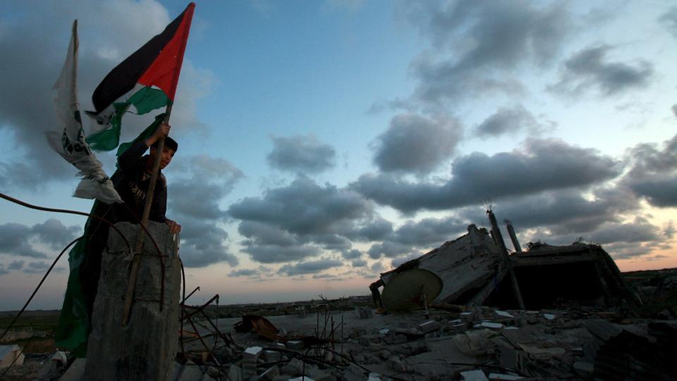 SLUTT P� DR�MMEN: Dr�mmen om en palestinsk stat m� snart legges bort, advarer palestinernes mange�rige forhandlingsleder Saeb Erekat. Foto: SCANPIX