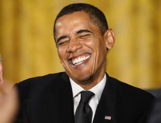 REDDENDE RIDDER: USAs president, Barack Obama, hjalp en tilfeldig kvinne på en flyplass for 21 år siden. Nå vil hun gi ham selbuvotter i gave som takk for hjelpen. Foto: REUTERS/Jim Young