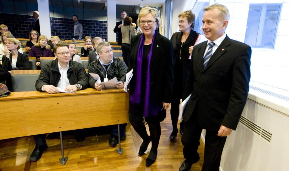 OMSTRIDT: Statsr�dene Rigmor Aasrud, Magnhild Meltveit Kleppa og Knut Storberget orienterte fredag om datalagringsdirektivet. Foto: SCANPIX