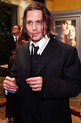 Mystisk: Historien om kniver, natt, tåke, gasslys og Jack the Ripper fascinerer stadig nye generasjoner. Her er Johnny Depp, som i filmen tar opp etterforskningen.