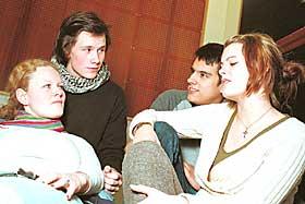 Lett tilgang p� porno:  F.v. 18 �ringene Kaja N�rholm, Anders Isachsen, David Salas og Trine Holt sier unge i dag eksponeres for r�ere porno enn tidligere p� grunn av Internett.