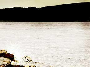 Loch Ness: Den fire mil lange og 213 meter dype innsjøen i Skottland rommer en av historiens mest standhaftige myter. Foto: Scanpix/Reuters