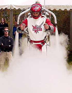 TAR AV: Eric Scott er verdens fremste rakettmann.Foto: Reuters/Scanpix