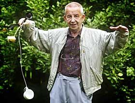 S� JETPAKKER: Fysiker Otto �grim, som er kjent fra NRK-programmene �Fysikk p� roterommet�. Foto: Scanpix
