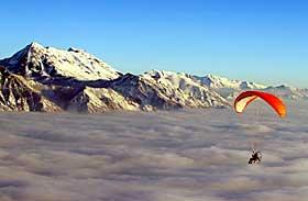 PARAMOTORING: Med paraglider og propellmotor over Salt Lake i USA. Foto: Trond N. Aarre