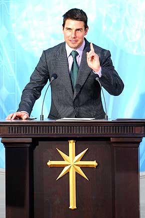 SCIENTOLOG: Filmstjerna Tom Cruise skal lede �rets Nobelkonsert. Ikke alle er enige i at det er et godt valg. Dette bildet ble tatt da Cruise �pnet en ny scientologkirke i Spania i september.