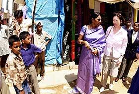 MARKEDSTUR: Fot f�rste gang siden Ingrid Schulerud kom til India i forrige uke, kunne hun ta seg en tur til Bangalores marked i g�r.