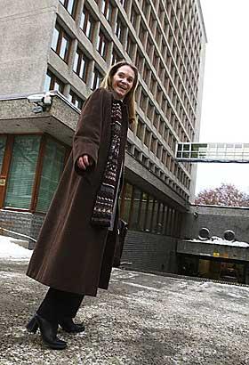 TRAVEL: Hege Marie Norheim (36) er en travel dame i Norsk Hydro - stadig på farten til møter og avtaler. Hun ser ikke for seg noen mindre travel tid i framtida, og kan gjerne tenke seg en internasjonal karriere, med en jobb i utlandet.