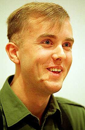 HAR IKKE DUKKET OPP:Etter dagspermisjonen dukket ikke Varg Vikernes kom ikke tilbake til fengselet som avtalt i natt. Politiet har unders�kt Viekrnes leilighet i Oslo, og der har han v�rt i l�pet av permisjonen.