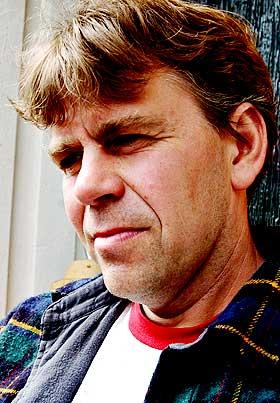 REDNINGSMANN: Mads Henrik Sandnes og kona Heidi reddet livet til Havn�s kone i morgentimene i dag. Litt seinere fant de Magne Havn� omkommet i sj�en.