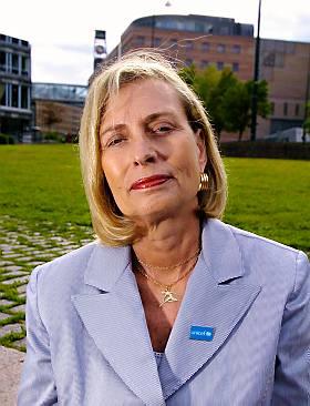 BEKYMRET: Karin Sham Poo h�per at det snart blir s� rolig i Irak at UNICEF kan sende medarbeidere dit.