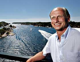 SELGER TIL FIFFEN: Tore Solberg selger eiendommer i R�ssesundet.