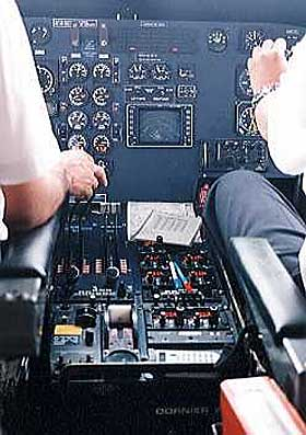 Foto fra cockpiten i en Dornier 228.