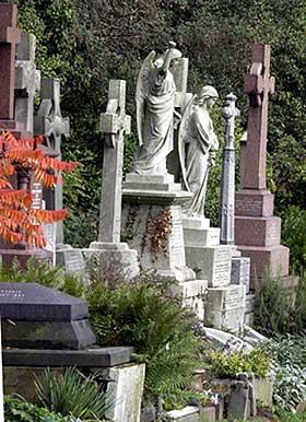 SISTE HVILE: På Highgate Cemetery i London er familiegravstedet til Laking of Kensington. Familien var baroner gjennom tre generasjoner. De levde et liv tett på kongefamilien.