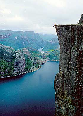 PREKESTOLEN: 600 meter ned.