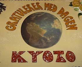 KYOTOKAKE: Kyotoavtalen tr�dte i kraft i dag. CICERO Senter for klimaforskning markerte dette i Oslo i dag.