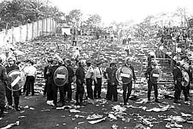 TRAGEDIEN VAR ET FAKTUM: F�rst dagen etter kampen kom de fryktelige realitetene for en dag. 39 personer var d�de.