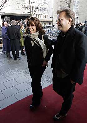 STJERNEBESØK:  Skuespilleren Lili Taylor, kjent fra bl.a. tv-serien «Seks fot   under», var den største stjerna på åpningen av filmfestivalen Kosmorama i Trondheim i går. Hun kom sammen med regissør Bent Hamer.