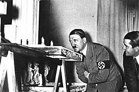 HITLERS YNDLINGSARKITEKT: Her ser Adolf Hitler og Albert Speer p� modeller sammen. De delte interessen for arkitektur, og ble gode venner.