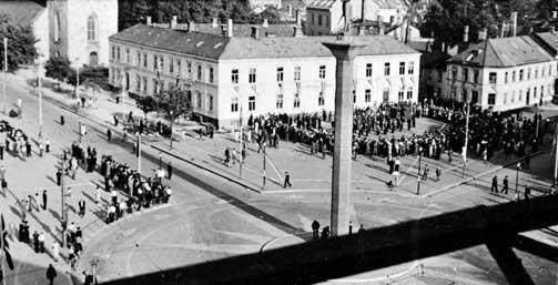 TRONDHEIM:Nasjonal Samling har m�te p� torget i Trondheim i 1940. 9. april 04.30 p� morgenen 1940 inntok tyskerne byen.