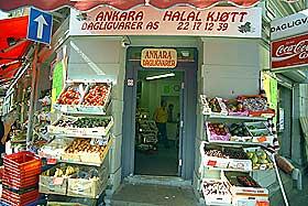 75000 MUSLIMER: For noen år tilbake så norske kjøttprodusenter potensialet som ligger i muslimene som bor i Norge. Nå er det ikke bare innvandrerbutikker som selger halal-kjøtt lenger.