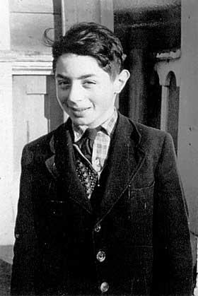 Ung gutt:  Berthold flyktet til Sverige under krigen. P� bildet er han omtrent 12 �r.