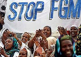 KJEMPER MOT KJØNNSLEMLESTELSE: Den første nasjonale markeringen i Somalia mot kjønnslemlestelse foregikk i Mogadishu 8. mars i fjor.