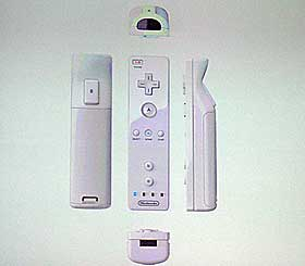 TILKOBLING: Det kan kobles til flere typer tilbeh�r til spillkontrolleren.