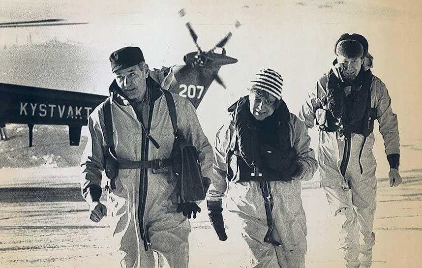 DE UTSKJELTE: Flyhavarikommisjonen ankommer Gamvik etter Mehamnulykken i 1982. Fra venstre generall�tnant Wilhelm Mohr, konstituert politimester Liv Daae Gabrielsen og sekretariatsleder Ragnar Rygdestad.
