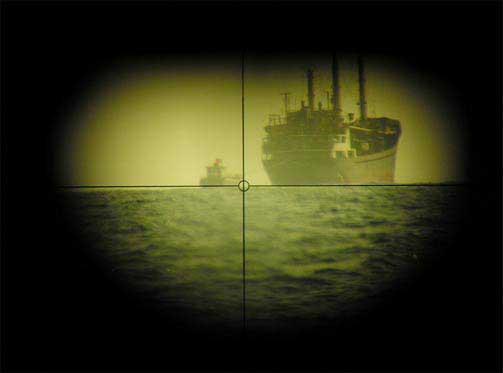 HEMMELIG M�TE: To fart�y under overv�king. Dette er en smuglingsoperasjon. Basert p� rapporter den norske ub�ten ga, ble det ene fart�yet stoppet av en fregatt hovedkvarteret sendte inn en stund etter at dette bildet ble tatt.
