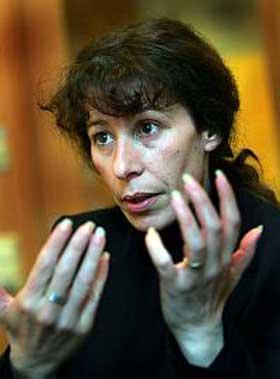 GRUNNLEGGER: Fransk-algierske Fadela Amara startet Ni putes ni soumises i 2003. Hun har ogs� gitt ut en bok med samme navn.