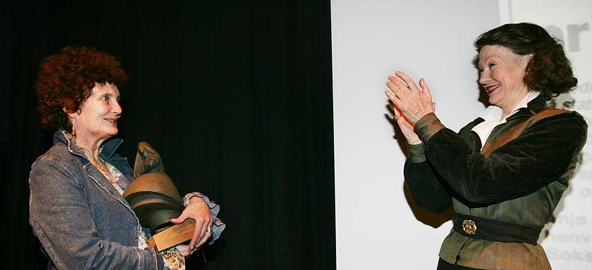 GRATULERER: Anja Breien fikk tilbake Amanda-statuetten hun solgte for 17 �r siden i dag.